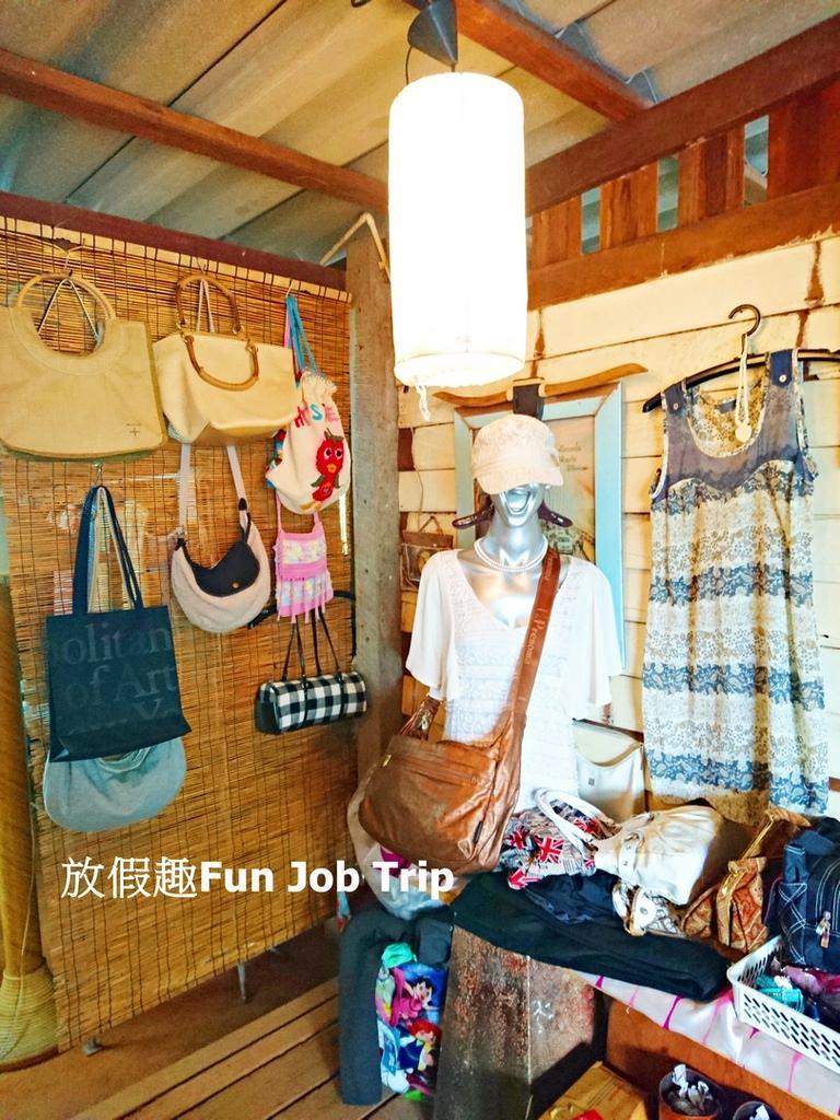 008Tha Kha Floating Market.jpg