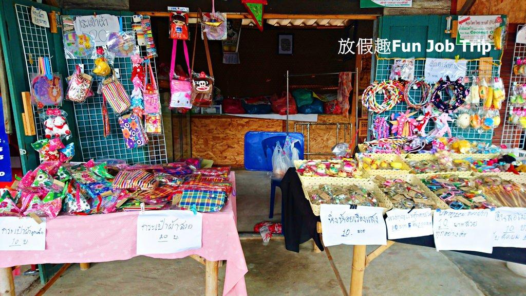 011Tha Kha Floating Market.jpg